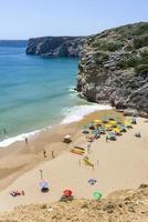 piccola spiaggia sull'Oceano Atlantico a Sagres, Portogallo foto