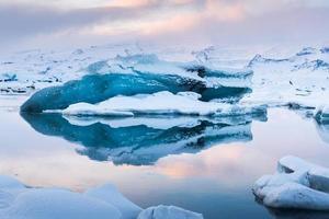 bellissima laguna blu laguna di jokulsaron, islanda