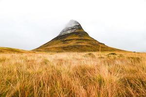 montagna kirkjufell, punto di riferimento naturale dell'islanda