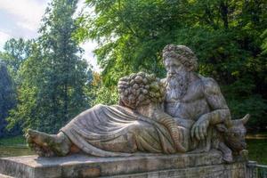 statua di dioniso nel parco lazienki, polonia