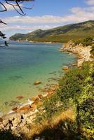 baia della spiaggia a portinho da arrabida, portogallo foto