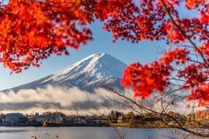 cornice rossa del monte fuji foto