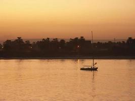 tramonto sul fiume nilo, egitto foto