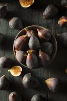 fichi organici viola crudi foto