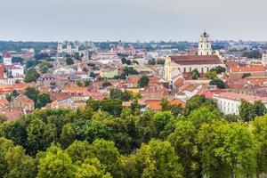 paesaggio urbano della città vecchia di vilnius, lituania foto