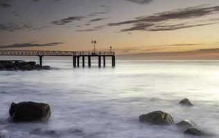 molo sul mare foto