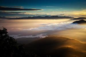 incredibile alba vista da sri pada