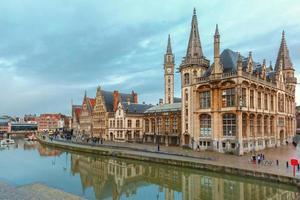 Quay Graslei nella città di Gand al mattino, Belgio