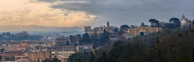 panorama di roma, con trasevere foto