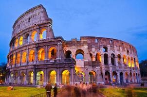 Colosseo di notte, Roma, Italia foto