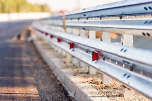strade di recinzione e svolta pericolosa