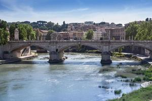 ponte vittorio emanuele ii, roma, italia foto