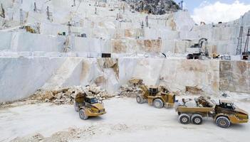 cava di marmo di Carrara foto