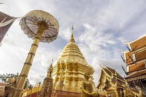 pagoda dorata a chiang mai, thailandia
