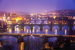 Moldava (Moldava) fiume a Praga con il Ponte Carlo, Repubblica Ceca