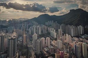 vista aerea degli edifici della città durante il giorno foto