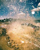pick up truck guidando nel fango