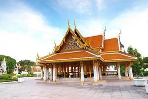 architettura thailandese: wat ratchanadda, loha prasat