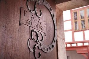 vecchio cancello di legno foto