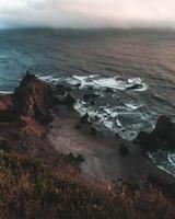 costa rocciosa lunatica