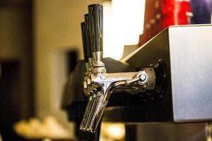 primo piano di un sistema di birra alla spina