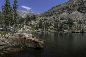 lago del castello nel bacino selvaggio