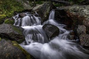 andrews creek nel parco nazionale delle montagne rocciose