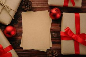 mockup di lettere in carta kraft