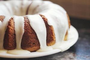 primo piano della torta con glassa