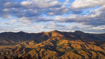 autunno nelle montagne dell'armenia