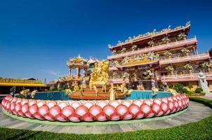 statua naja del tempio santuario cinese, chonburi, thailandia