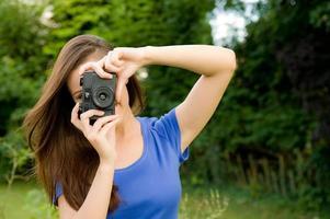 ragazza con la macchina fotografica