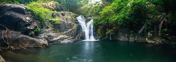cascata di khlong pla kang in thailandia