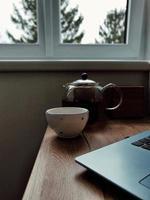 tè vicino alla finestra