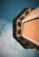tunisia, nord africa, 2020 - parte superiore di un edificio in cemento