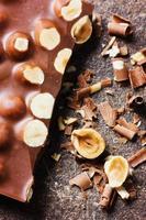 barretta di cioccolato al latte con noci foto