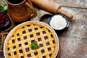 torta di ciliegie fatta in casa foto