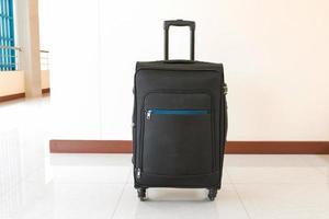 bagagli valigia nera isolata