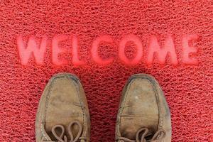 tappeto di benvenuto con calzature foto
