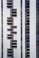 miami, florida, 2020 - edificio in cemento bianco durante il giorno