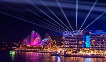 sydney, australia, 2020 - teatro dell'opera di sydney durante la notte