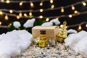buon natale sfondo con oggetti in miniatura