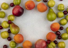 vista dall'alto del modello di frutti foto