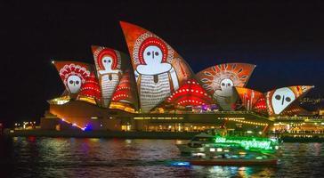 sydney, australia, 2020 - light design sul teatro dell'opera di sydney foto