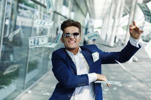 uomo ricco eccitato