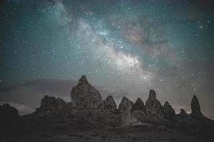 galassia della via lattea di notte