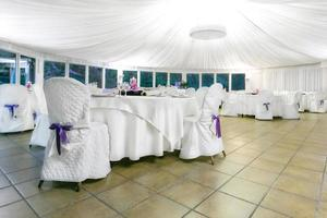 ricevimento di nozze al coperto