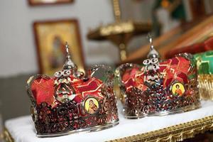 due corone per matrimonio foto