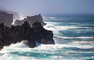 linea di costa vulcanica, lanzarote foto