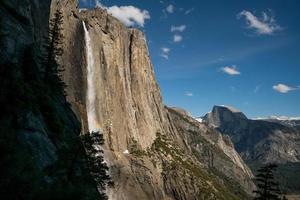 bella valle di Yosemite sotto il cielo blu durante il giorno